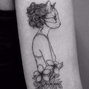 Gatinha #VioletaArus #gringa #minimalist #minimslista #blackwork #surrealism #surrealismo #delicada #delicate #woman #mulher #girl #garota #menina #gato #cat #flowers #flores