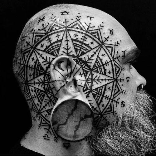 Blackwork Pattern Tattoo by @watsunatkinsun #head #scalp #blackwork #blackink #blackworkhead #jobstopper #boldwillhold #watsunatkinsun