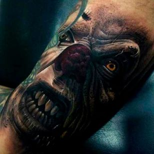 Incredible light and shade on this realistic tattoo by Fredy #Pennywise #IT #StephenKing #clown #reboot #TimCurry #horror #realism #Fredy