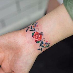 Rose and heart by Zihee (via IG-zihee_tattoo) #microtattoo #smalltattoo #femininetattoo #flowertattoo #watercolor #painterly #zihee