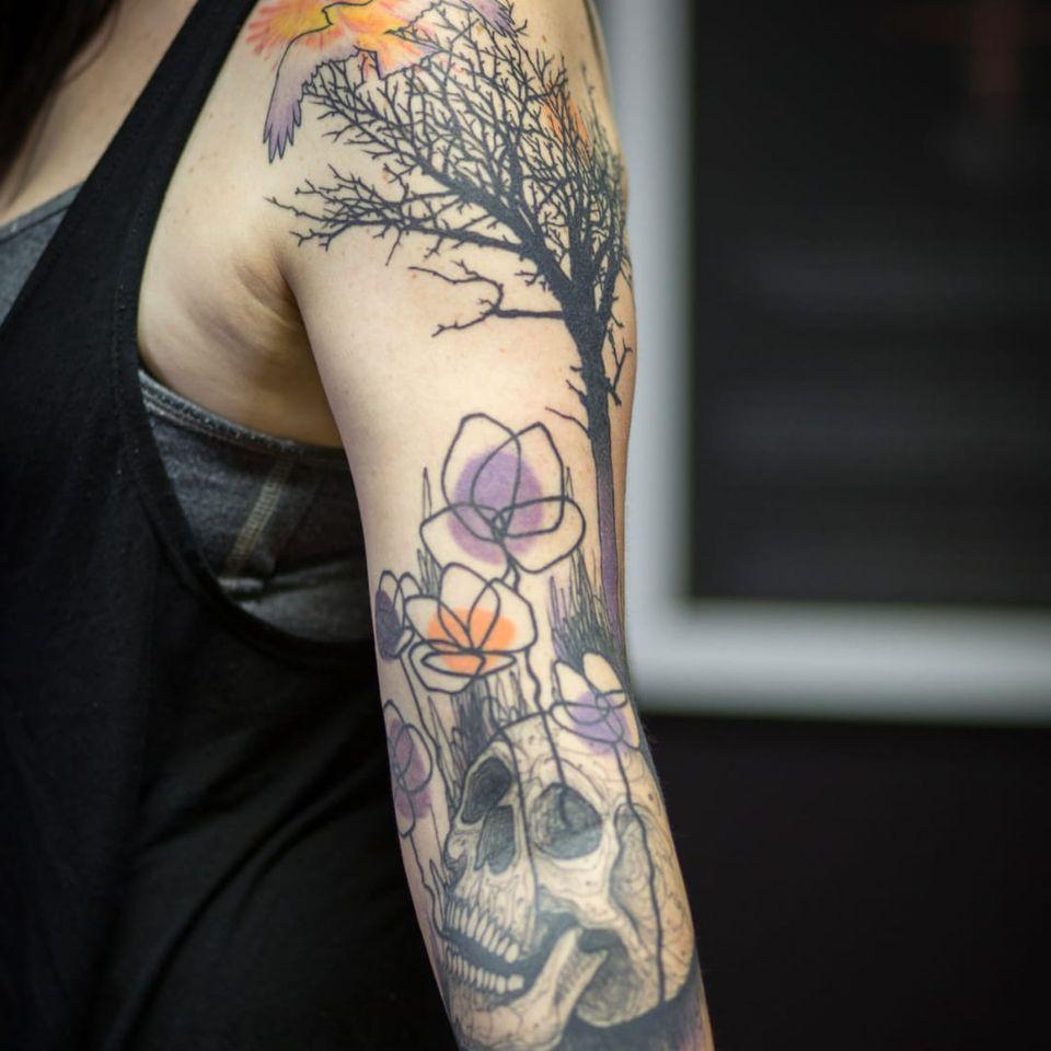 Trabalho de Taiom! #Taiom #Tatuadoresbrasileiros #TattooBrasil #TattooBr #TattoodoBr #conceitual #concept #conceptual #skull #caveira #cranio #flowers #flores #tree #arvore