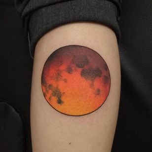 Moon Tattoo by Morgane Jeane #moon #moontattoo #contemporarytattoos #delicatetattoo #moderntattoo #colorful #colorfultattoo #bestattoos #frenchtattoo #MorganeJeane