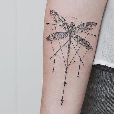 Feita por Jasper-Andres #JasperAndres #libelula #libelulatattoo #dragonfly #dragonflytattoo #inseto #bug #pontilhismo #dotwork #fineline #geometric #geometrica