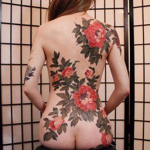 Memoirs of a Geisha by Jinpil Yuu #yuuztattooer #JinpilYuu #color #neotraditional #floral #ornamental #backpiece #realism #realistic #flowers #peony #nature #tattoooftheday