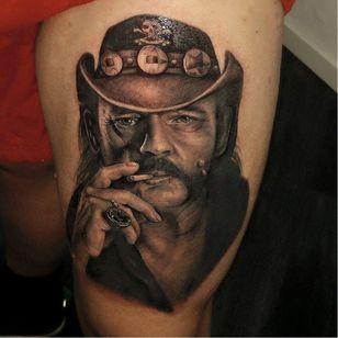 Jaw-drooping portrait tattoo by Coreh Lopez #CorehLopez #motörhead #motorhead #lemmy #blackandgrey #realistic #portrait