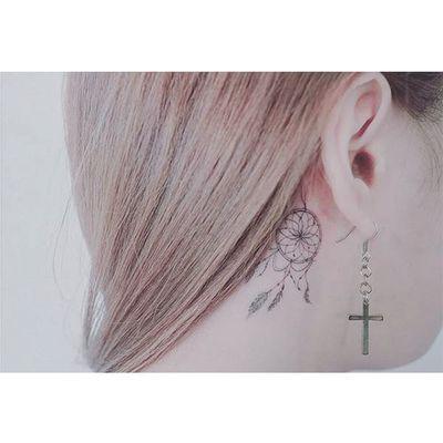 Dreamcatcher behind-the-ear tattoo by Baam. #Baam #TattooerBaam #subtle #microtattoo #southkorean #fineline #dreamcatcher #behindtheear