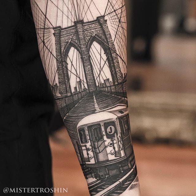 Anyone who as rode the J-train knows how real this New York scene by Dmitry Troshin is. Via Instagram mistertroshin #blackandgrey #DmitryTroshin #Jtrain #NewYork #realism #ThirteenGhosts #WilliamsbergBridge