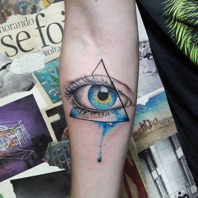 Mais um olhos magnífico #DiegoSouza #tatuadoresdobrasil #brasil #brazil #brazilianartist #olho #eye #triangulo #triangle #watercolor #aquarela #realismo #realism