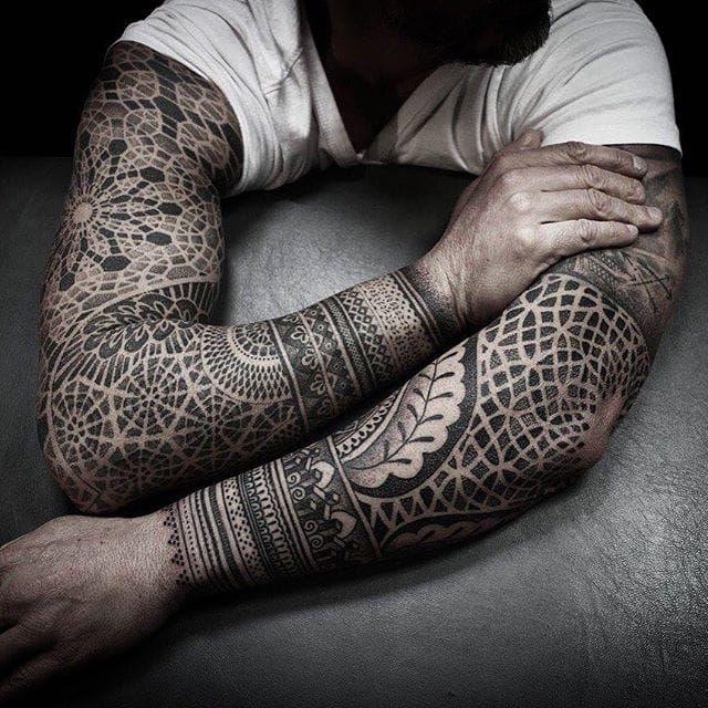Sacred geometry sleeves. (via IG - alexiscalvie) #dotwork #geometric #sleeve #largescale #alexiscalvie