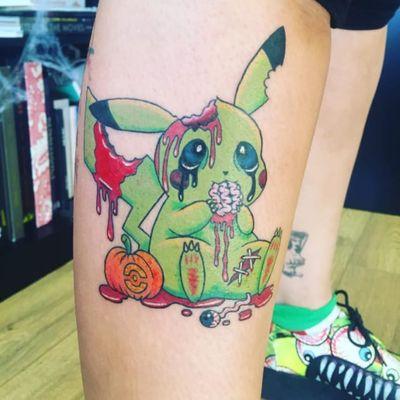 Halloween-themed zombie Pikachu by Marie Lowe via IG @missrietattoo #zombie #halloween #pikachu #pokemon #pokemongo #pokemonart #MarieLowe