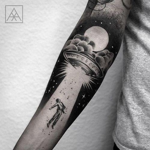 Blackwork by Maxwell Alves #MaxwellAlves #blackwork #abduction #ufo #alien #tattoooftheday