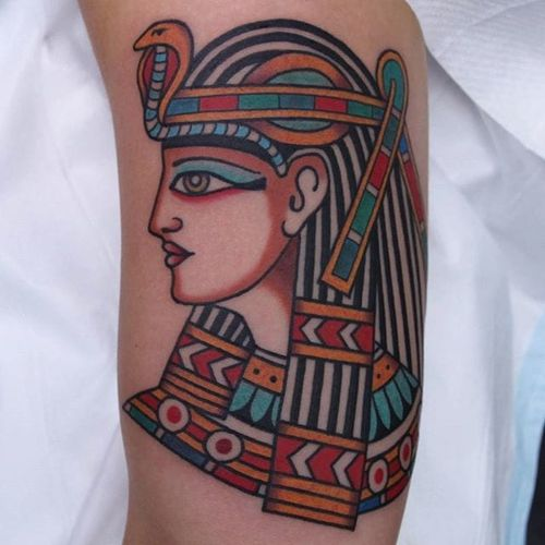 An regal Egyptian lady head from Vic James' portfolio (IG—vic_james_). #Egyptian #ladyhead #traditional #VicJames