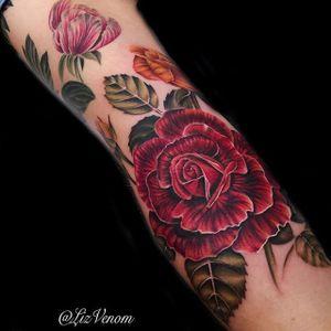 Roses by Liz Venom (via IG-lizvenom) #realism #painterlystyle #lizvenom #flower #flowers