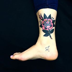 Pink Rose by Dani Queipo (via IG-daniqueipo) #flowers #flora #color #nature
