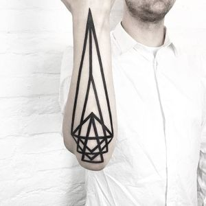 Some of Malvina Maria Wisniewska's (IG— malwina8) bolder linework geometry. #bold #geometric #linework #MalvinaMariaWisniewska #minimalistic