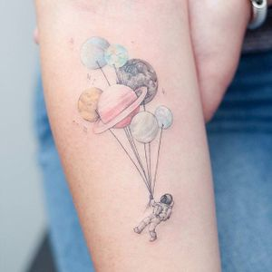 Spaceman tattoo by Baam. #Baam #TattooerBaam #subtle #southkorean #fineline #balloon #astronaut #spaceman #balloon #space #planet