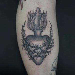 A sacred heart encased in thorns by Ruby May Quilter (IG—rubymayqtattoo). #blackandgrey #finelined #RubyMayQuilter #sacredheart