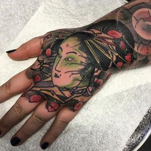 Geisha Hand Tattoo by Damon Stokes #geisha #geishatattoo #neotraditional #neotraditionaltattoo #japanese #japanesetattoo #asian #asiantattoo #neotraditionaljapanese #modernjapanese #DamonStokes