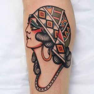 A beautiful gypsy lady head by Vic James (IG—vic_james_). #gypsy #ladyhead #traditional #VicJames