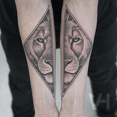 Lion by Valentin Hirsch #ValentinHirsch #blackandgrey #lion #dotwork #tattoooftheday
