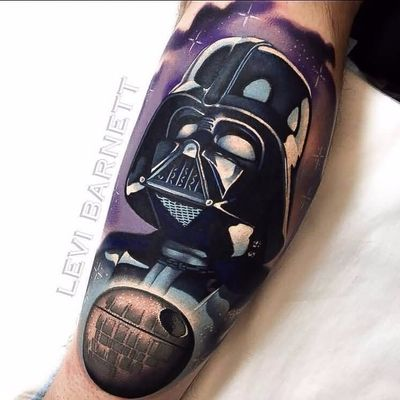 Darth Vader observando a galáxia #LeviBarnett #realismo #realism #tattooartist #tatuador #nerd #geek #darthvader #starwars #movie #filme #georgelucas #starkiller #EstrelaDaMorte
