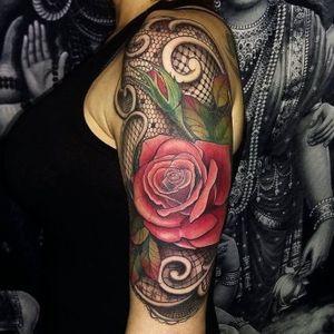 Olhem esse maravilhoso trabalho!!! #rendas #flor #flower #colorida #colorful #Taizane #TaizaneTatuadora #brasil #brazil #portugues #portuguese