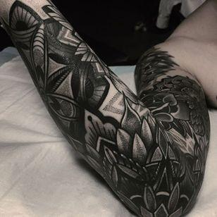 Geometric Tattoo by Mico @micotattoo #micotattoo #geometric #blackwork #mandala #dotwork