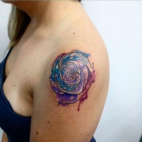 #GabiVitorino #brasil #brazil #brazilianartist #TatuadorasDoBrasil #aquarela #watercolor #flor #flower #rosa #rose #galaxy #galaxia #colorido #colorful