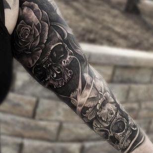 Black and grey skull and flowers sleeve by JP Alfonso. #blackandgrey #realism #JPAlfonso #sleeve #skull #flowers