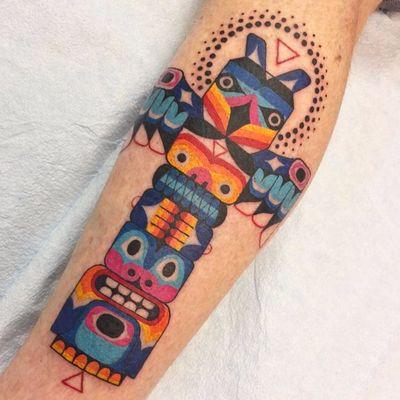 Totens são considerados símbolos de proteção #WinstontheWhale #folk #70s #tradicional #traditional #colorful #colorido #coressolidas #gringo #totem #proteção #amuleto