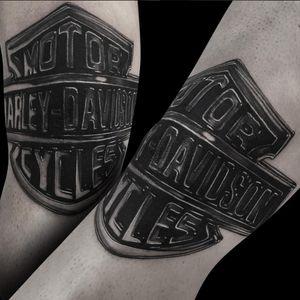 A shiny Harley emblem by Ronstoppable (IG—ronstagram). #blackandgrey #Harley #HarleyDavidson #Ronstoppable