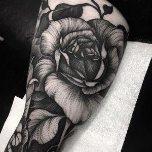 An excellent dark rose tattoo via Kelly Violet (IG—kellyviolence). #blacktattoo #blackwork #flowers #kellyviolet