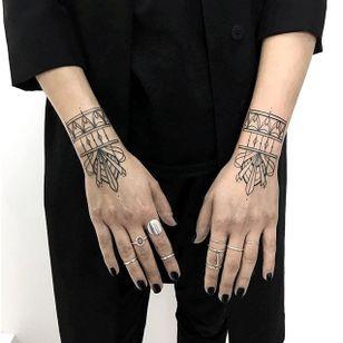 Wrists by Zelina Reissinger (via IG-hala.chaya) #wrist #forearm #linework #clean #simplistic #elegant #ZelinaReissinger