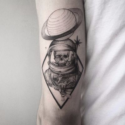 Trabalho por Farfalla Ink! #FarfallaInk #tatuadorasbrasileiras #Brasil #SãoPaulo #TattooBr #blackwork #fineline #dotwork #skull #caveira #astronauta #astronaut #planet #planeta #universe #universo