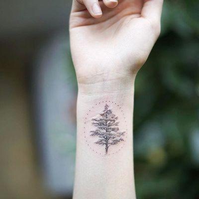 Tree by Nando Tattoo (via IG-nandotattooer) #tinytattoo #microtattoo #flora #fauna #NandoTattoo