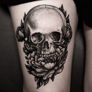 A deathly skull by Ilja Hummel (IG— iljahummel) overgrown with flora. #black #illustrative #IljaHummel #peony #roses #skull