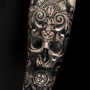 Black and grey by Mumia #Mumia #blackandgrey #skull #ornamental #tattoooftheday