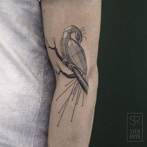 Peacock by Sven Rayen (via IG-svenrayen) #peacock #geometric #linework #3D #animal #blackandgrey #illustrative #SvenRayen