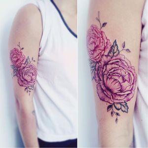 Delicadas peônias da artista Pilar (@pilukyluky_tattoo) #peony #peonytattoo #peonyflower #Peonia #peonias