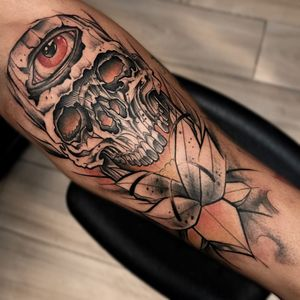 Caveirinha #Tikin #brazilianartist #brazil #brasil #tatuadoresdobrasil #watercolor #aquarela #blackwork #caveira #skull #cranio #flor #flower #olho #eye