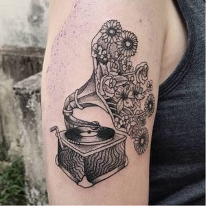 Akauã Pasqual #gramofone #fineline #DiaDoTatuador #brasil #portugues