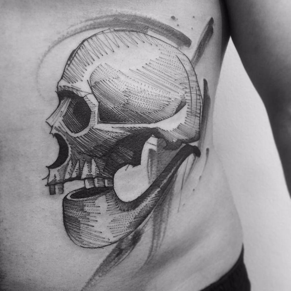 Crânio por Alexandre Aske! #AlexandreAske #Ttatuadoresbrasileiros #tatuadoresdobrasil #tattoobr #tattoodobr #sketchtattoos #sketch #skull #caveira #crânio #cachimbo #pipe