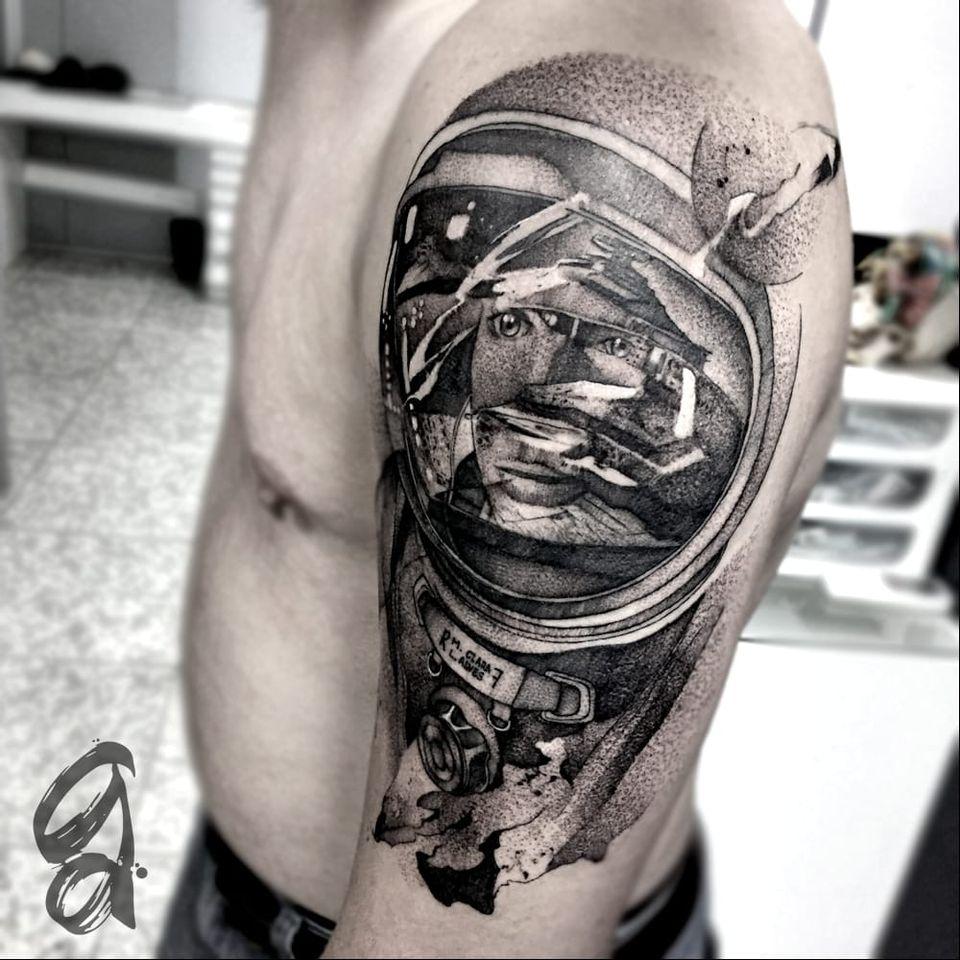Astronauta e Destroyer do Star Wars! #GustavoAbreu #blackwork #fineline #sketch #TatuadoresDoBrasil #starwars #nerd #geek #filmes #movies #destroyer #astronauta #astronaut