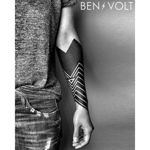 A very angular piece of geometric blackwork by Ben Volt (IG—benvolt). #BenVolt #blackwork #Bold #forearm #negativespace