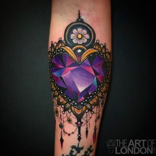 Beautiful heart gem tattoo with incredible detail work. Tattoo by London Reese. #LondonReese #gem #heart #theartoflondon