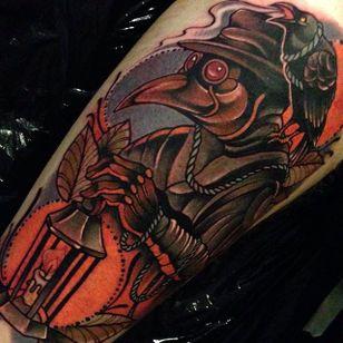Neo traditional tattoo by Manu Cruz #neotraditional #tattoo #crow #bird #lantern #spooky #ManuCruz