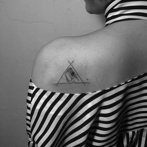 Fine line drawing tattoo by Dogy. #Dogy #linework #subtle #minimalist #lovers #fineline #drawing #subtle #illustration #moments