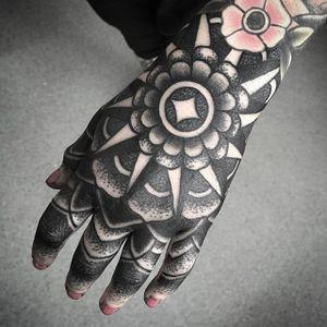 Blackwork Hand Tattoo by Daniel Frye #blackwork #blackworkhand #blackworkhandtattoo #blackworktattoos #blackworkartists #hand #handtattoos #mandala #dotwork #dotworkhand #DanielFrye