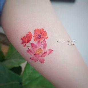 Floral tattoo by Tattooist G. NO. #TattooistGNO #GNO #GNOtattoo #fineline #pastel #micro #lotus