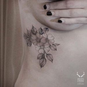Fine line tattoo by Zihwa. #Zihwa #SouthKorean #SouthKorea #fineline #floral #blackandgrey #flower